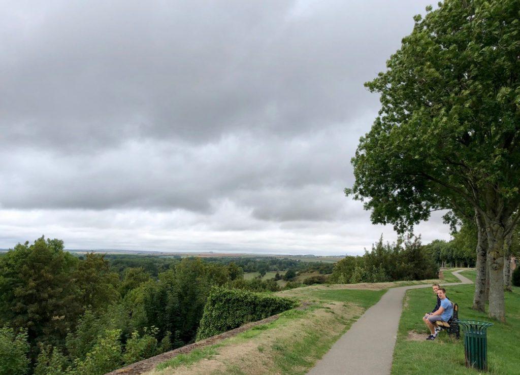 Montreuil-sur-Mer promenade remparts bancs