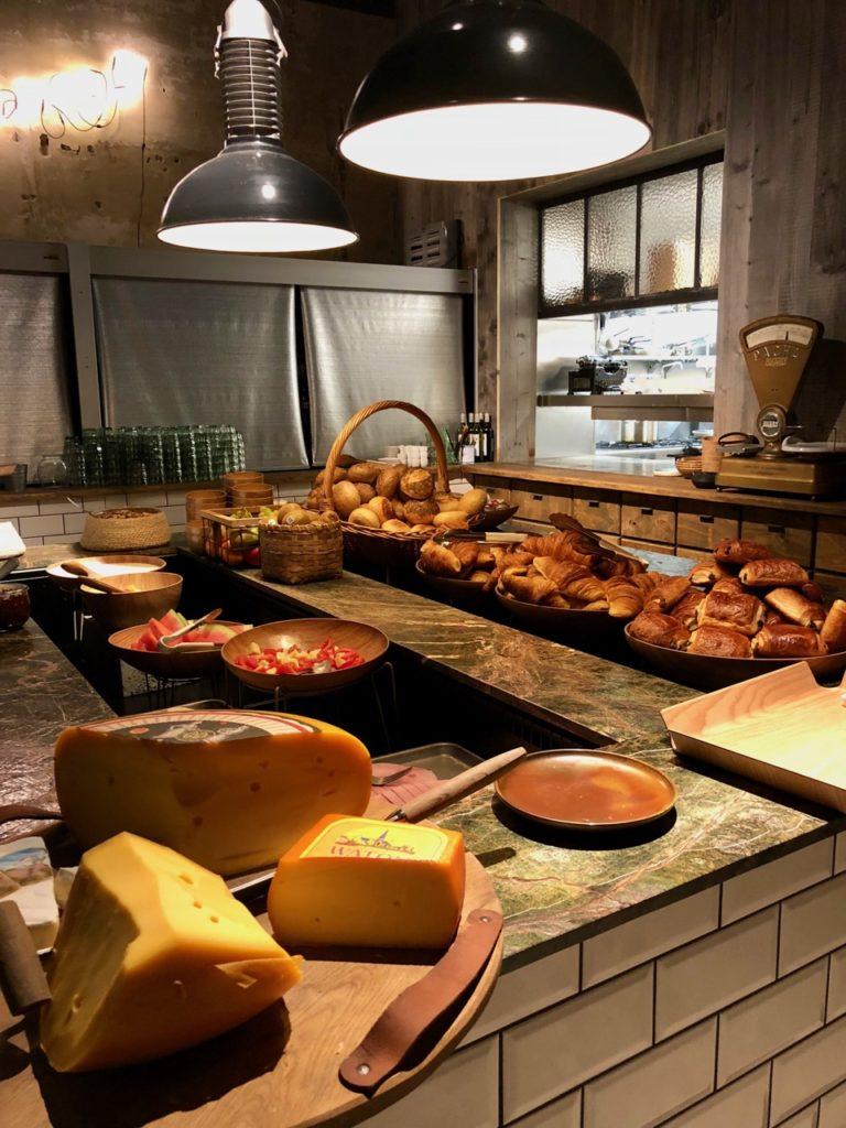 Ostende Upstairs hotel - buffet petit déjeuner