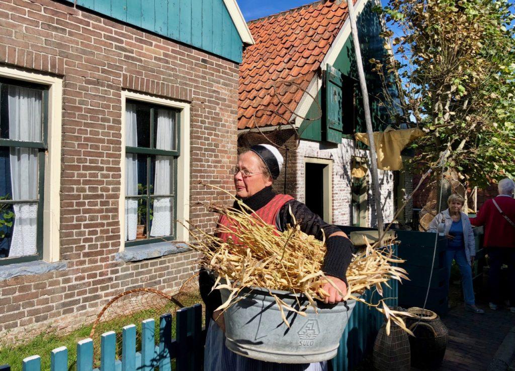 Pays-Bas Enkhuizen - Zuiderzeemuseum Hollandaise en costume