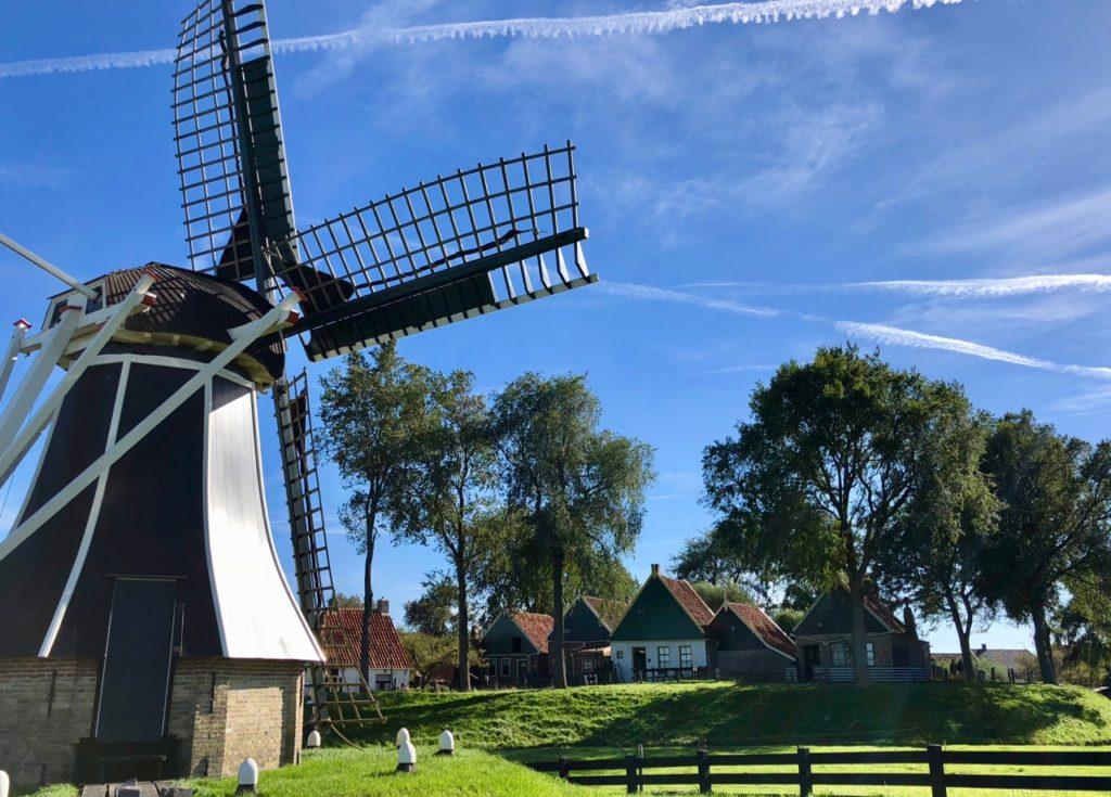 Pays-Bas Enkhuizen - Zuiderzeemuseum moulin et maisons