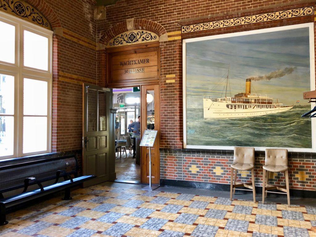 Pays-Bas Enkhuizen - entrée restaurant Het Station