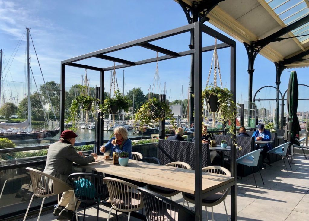 Pays-Bas Enkhuizen - restaurant Het Station terrasse