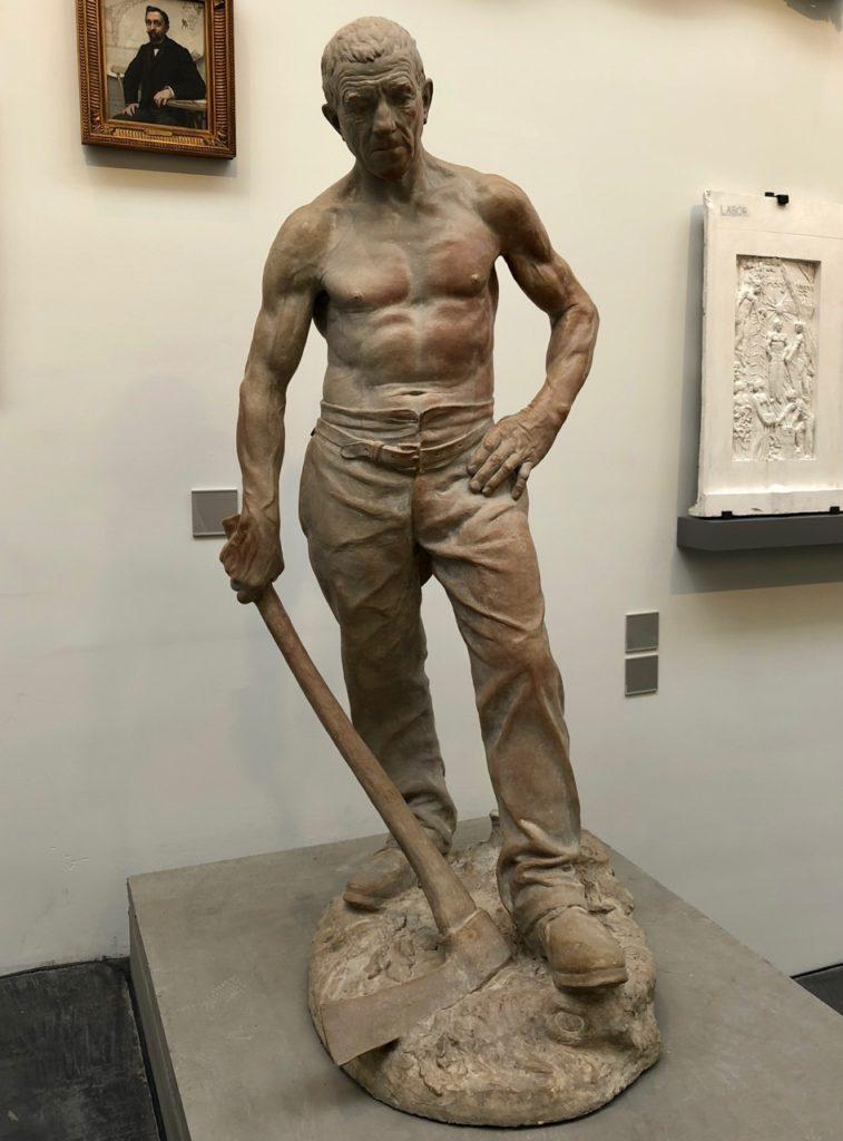 Roubaix musée La Piscine - aile sculpture moderne travailleur torse nu