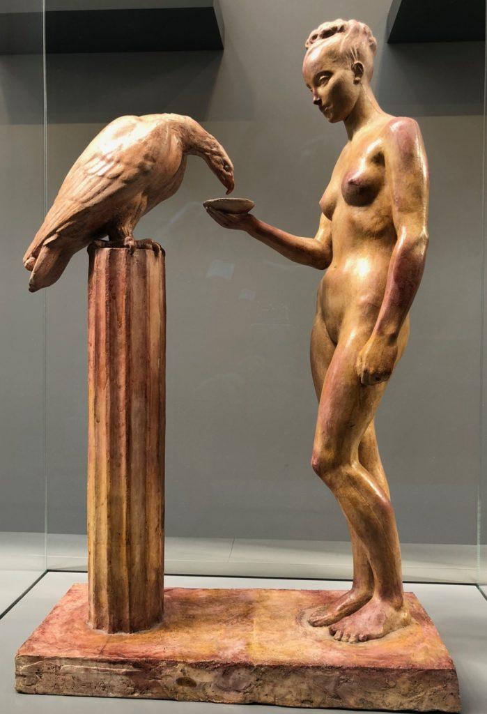 Roubaix musée La Piscine - sculpture femme et faucon