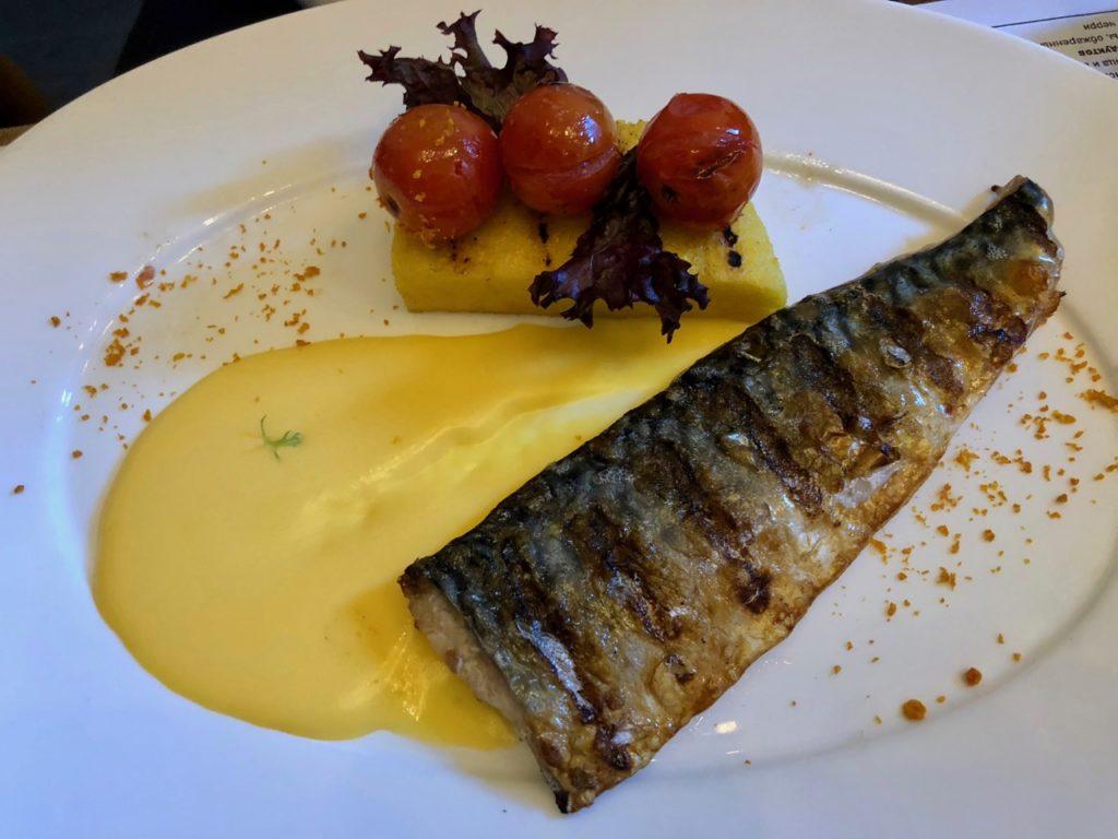 Ukraine-Odessa-Gastrobar-plat-poisson