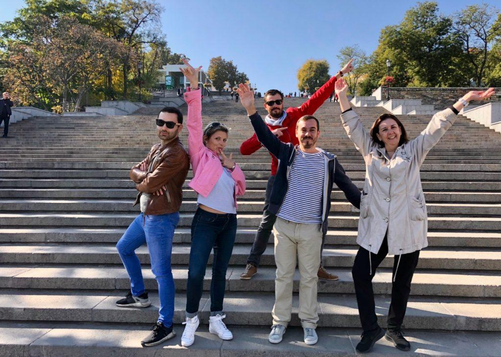 Ukraine-Odessa-escalier-Potemkine-pose