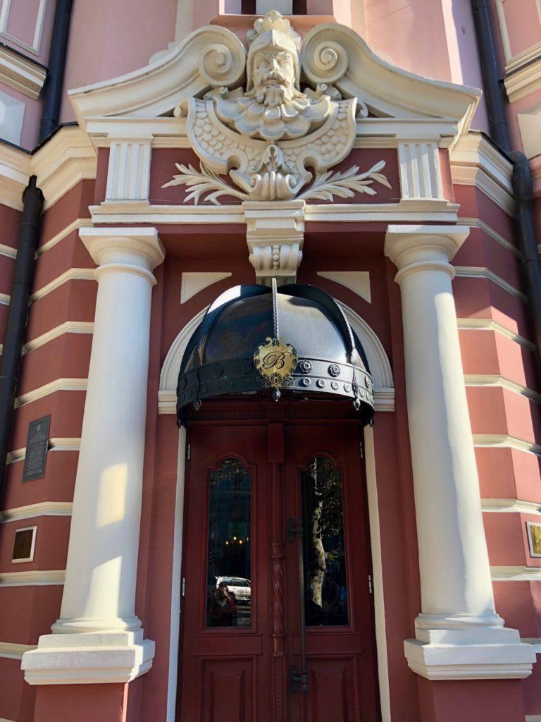 Ukraine-Odessa-hotel-Bristol-porte