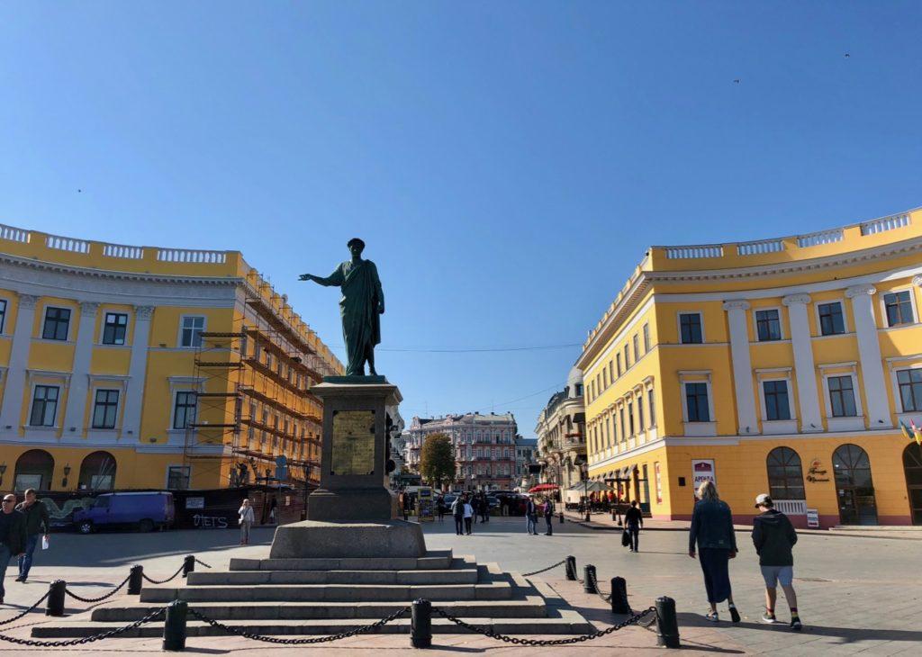 Ukraine-Odessa-place-en-haut-escalier-Potemkine