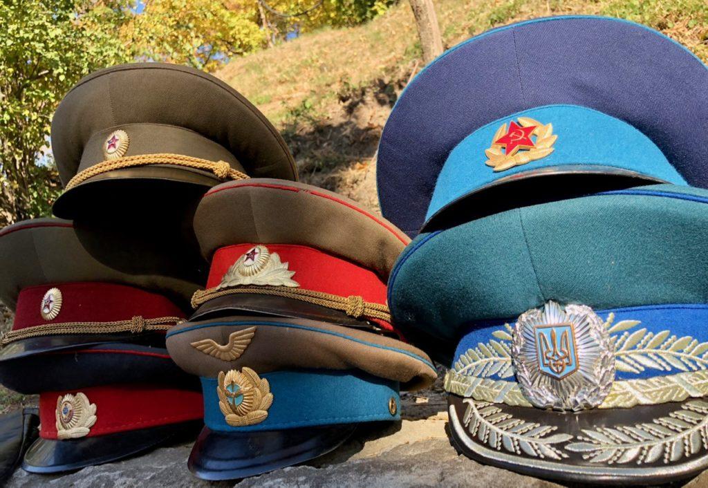 Ukraine Kiev brocante couvre-chef époque soviétique