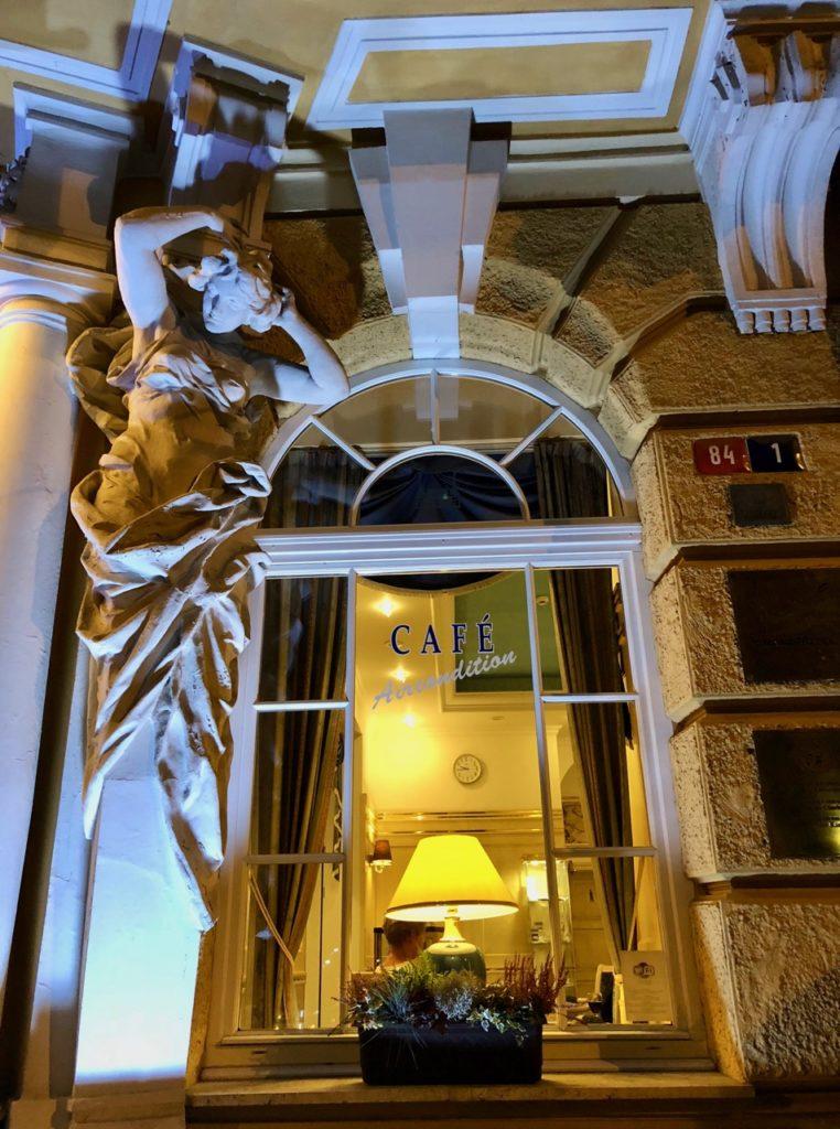 Marienbad-hotel-Pacifik-fenetre-nuit
