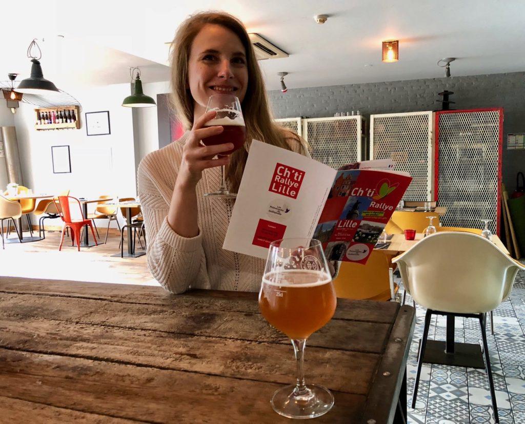 Dégustation de bière au bar Vivat Factory