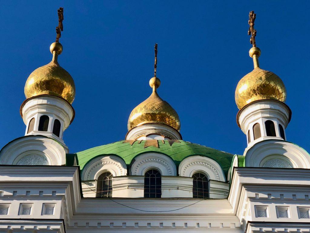 Ukraine-Kiev-Laure-des-catacombes-bulbes-dores
