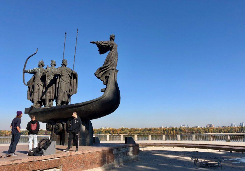 Ukraine-Kiev-monument-aux-fondateurs-de-la-ville