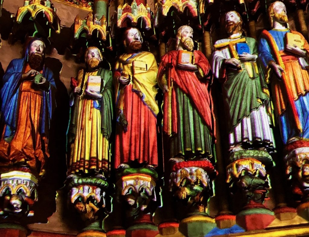 Amiens Chroma statues de près