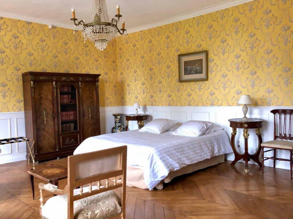 Chateau de la Marjolaine chambre jaune
