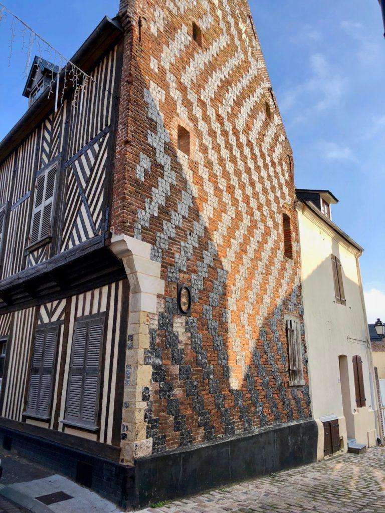 Balade Saint-Valery-sur-Somme maison médievale bois brique silex