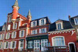 Le Crotoy hotel Les Tourelles extérieur jour ciel bleu