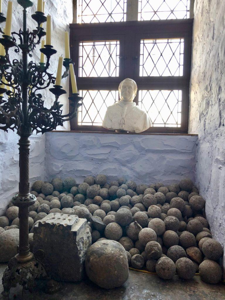 Belgique chateau Chimay chapelle boulets canon