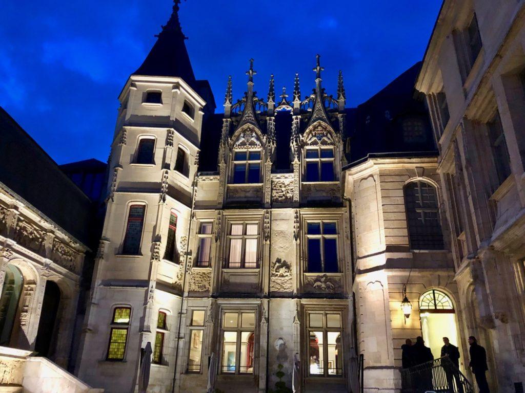 Rouen Bourgtheroulde façade nuit