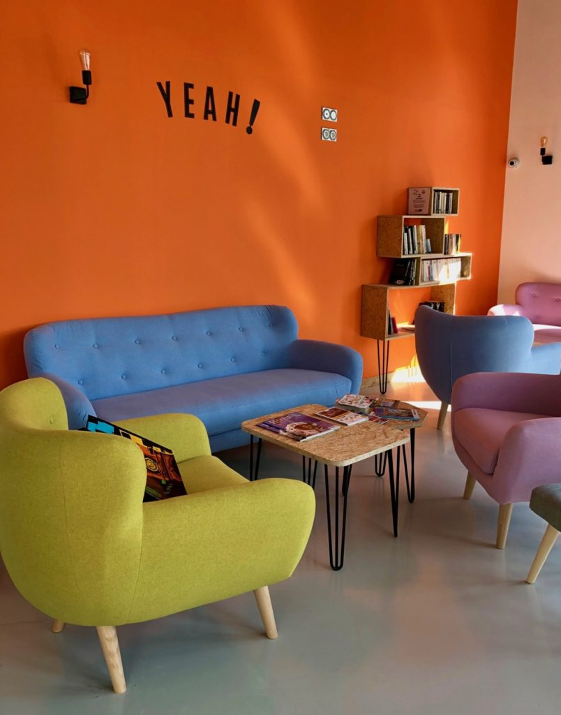 Rouen hostel Share and Cheers salon