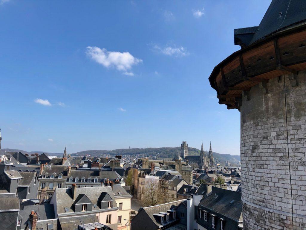 Rouen vue de haut avec donjon
