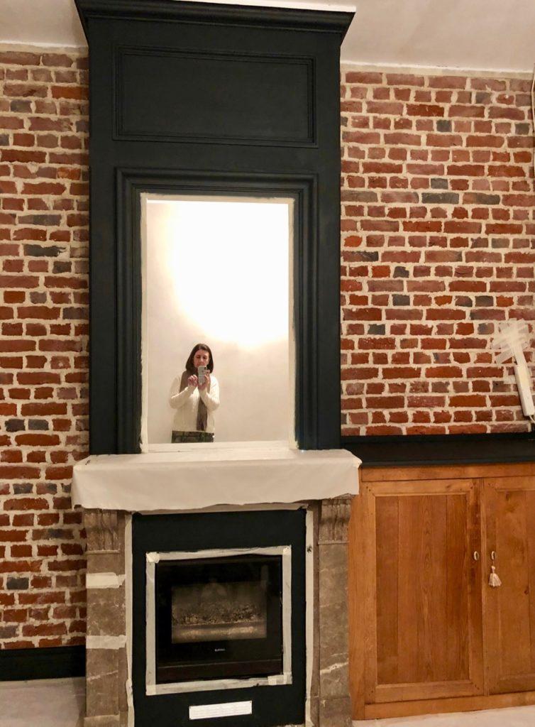 Salon cheminée peinture trumeau