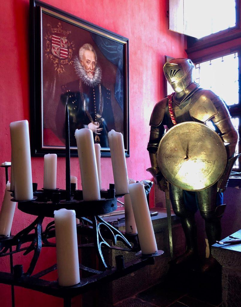 Belgique chateau Chimay salle armes armure