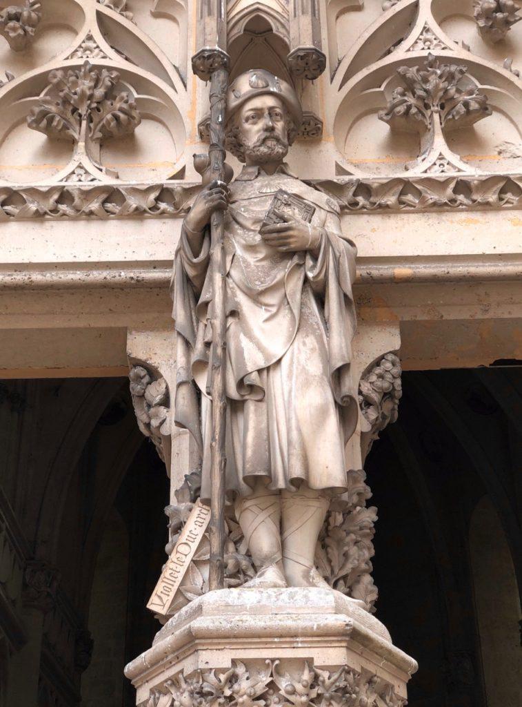 Chateau de Pierrefonds pelerin saint-jacques compostelle-statue