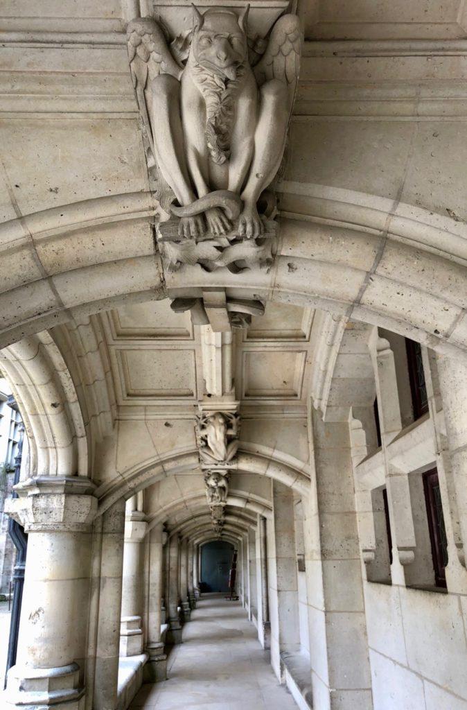 Chateau de Pierrefonds sculptures animaux