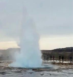 Islande cercle or geysir strokkur quatre