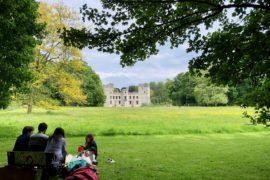 Jardin-botanique-Meise-chateau-Bouchout-de-loin