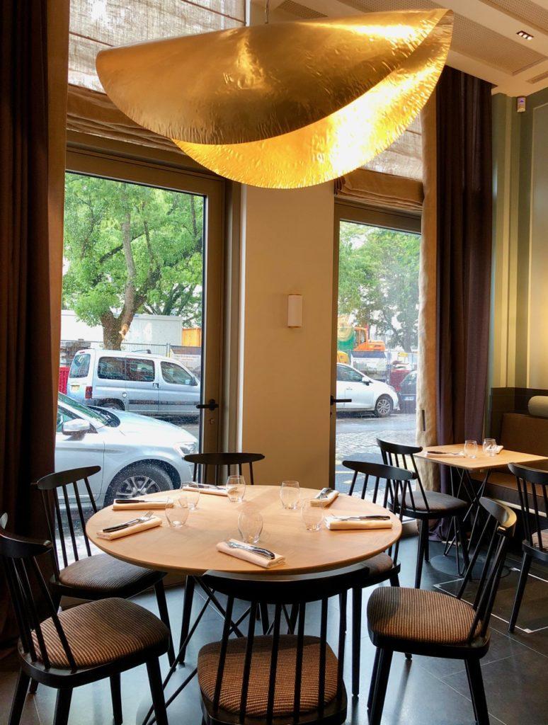 La Griotte Lille table et vue baie vitrée