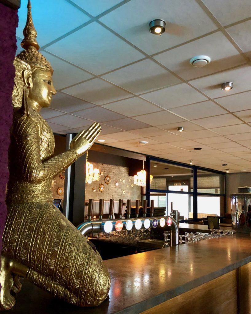 Thermes Dilbeek restaurant comptoir statue dorée