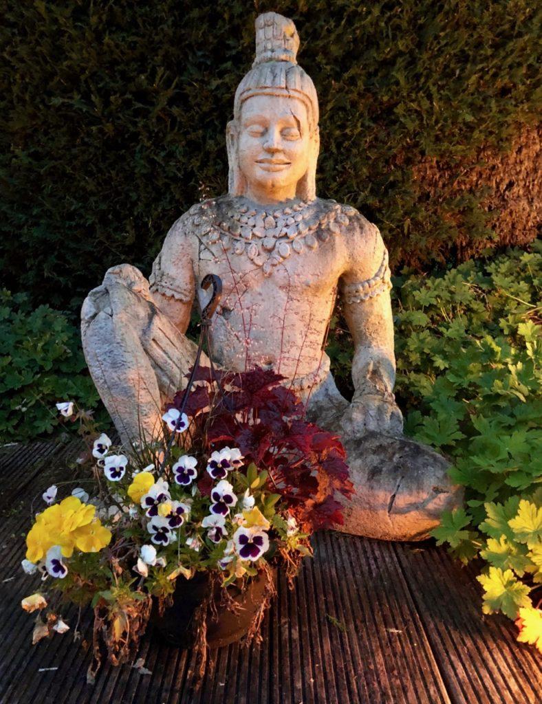 Thermes Dilbeek statue fleurs