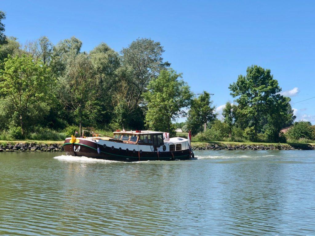 Vallee-de-la-Lys-bateau-sur-riviere