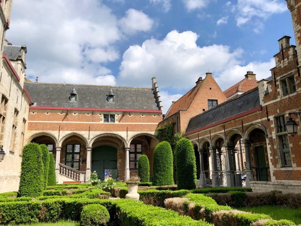 A-voir-a-Malines-musee-Hof-van-Busleyden-entree