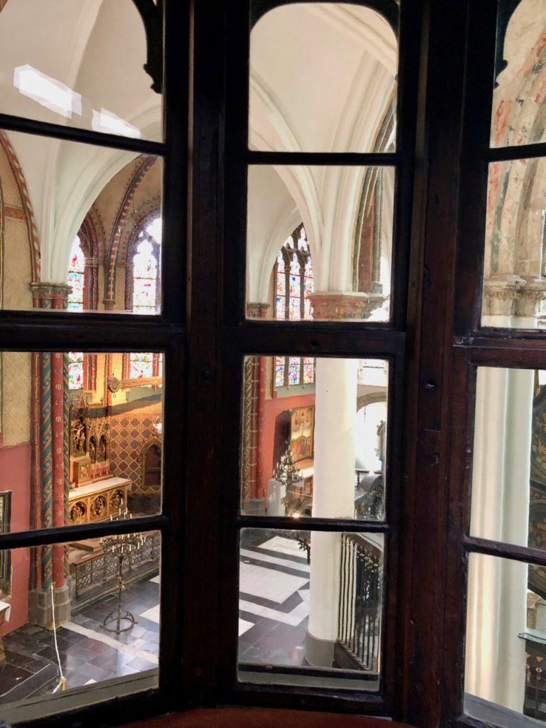 Bruges-musee-Gruuthus-photo-vue-eglise-de-oratoire