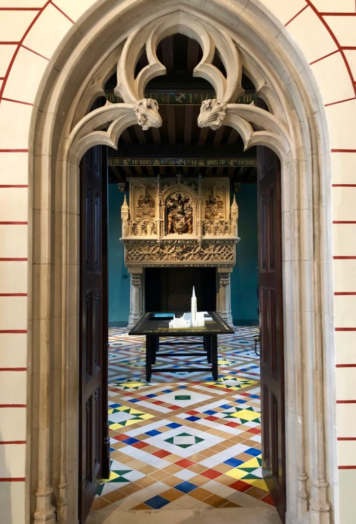 Bruges-musee-Gruuthus-porte-premiere-salle