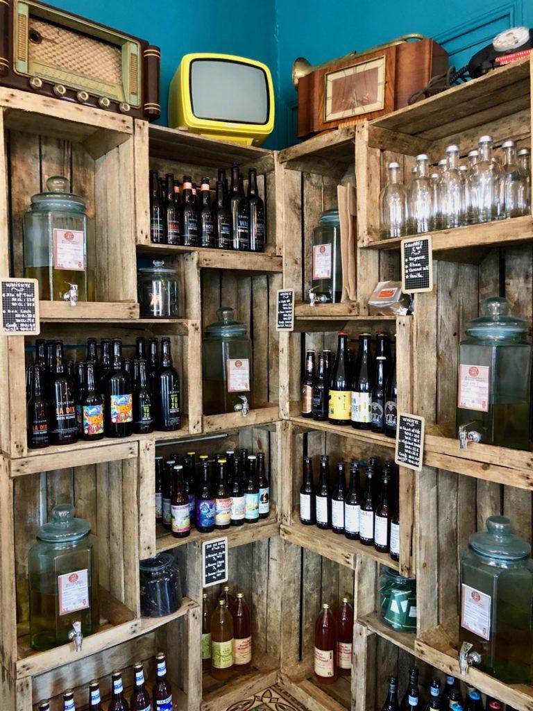 L-Estaminet-du-Centre-Godewaersvelde-casiers-bouteilles