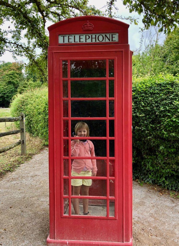 Parc-Mosaic-cabine-telephonique-anglaise-rouge