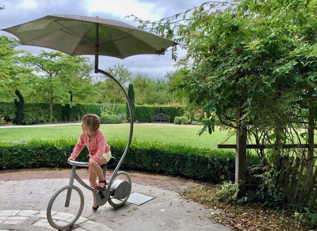 Parc-Mosaic-jardin-britannique-petit-velo