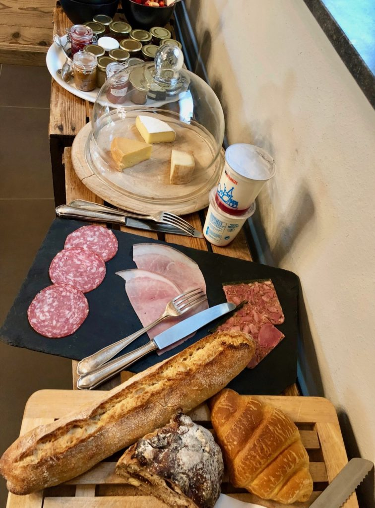 Ardennes-belges-La-Couette-de-l-ours-buffet-petit-dejeuner