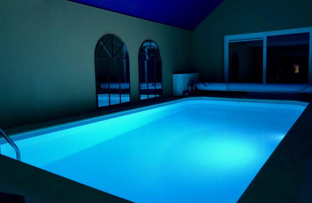 Ardennes-belges-La-Couette-de-l-ours-piscine-nuit