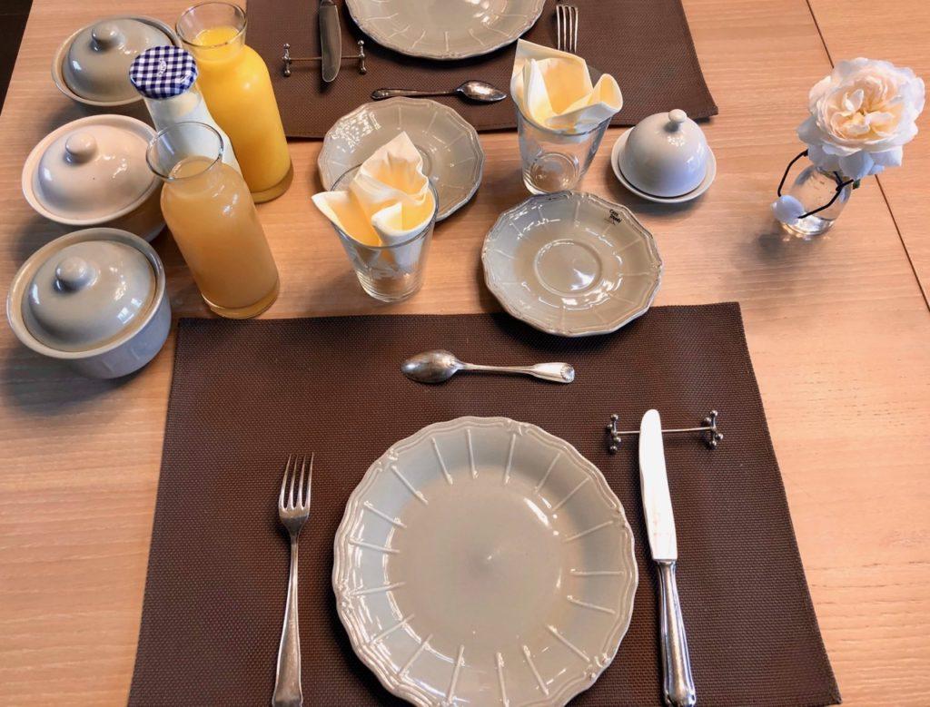 Ardennes-belges-La-Couette-de-l-ours-table-petit-dejeuner