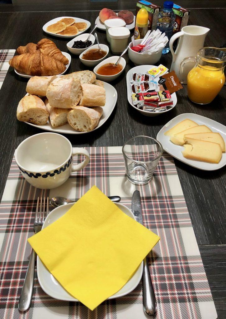 La-Maison-d-hotes-du-mont-des-cats-petit-dejeuner