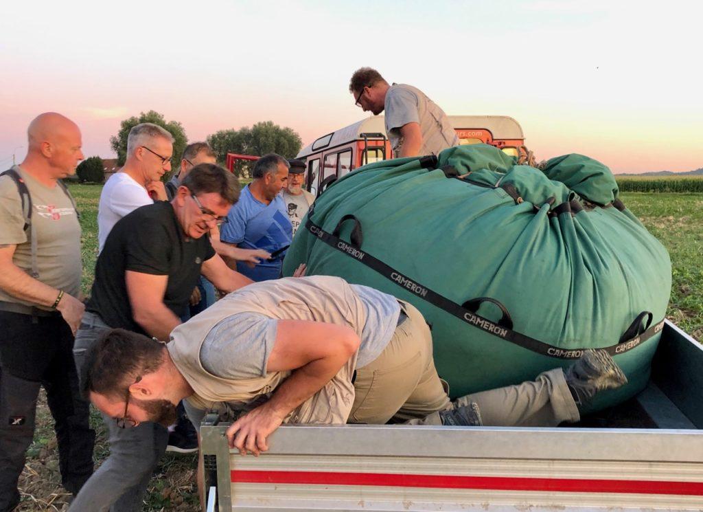 Les-Ballons-Migrateurs-sac-sur-camion