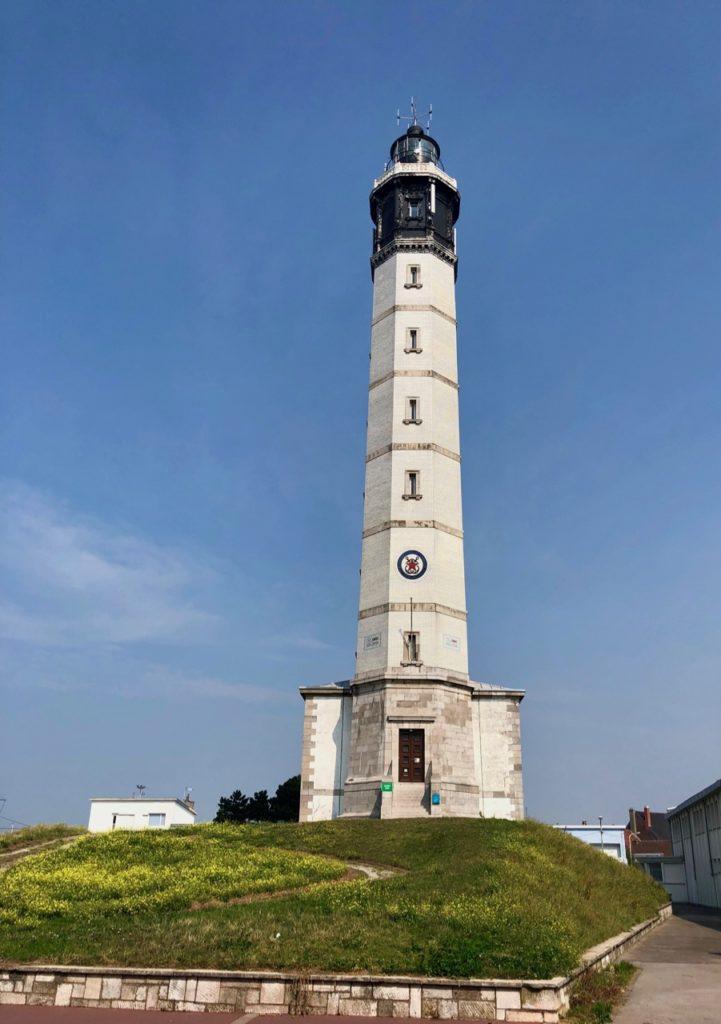 Calais-Phare-vu-de-l-exterieur