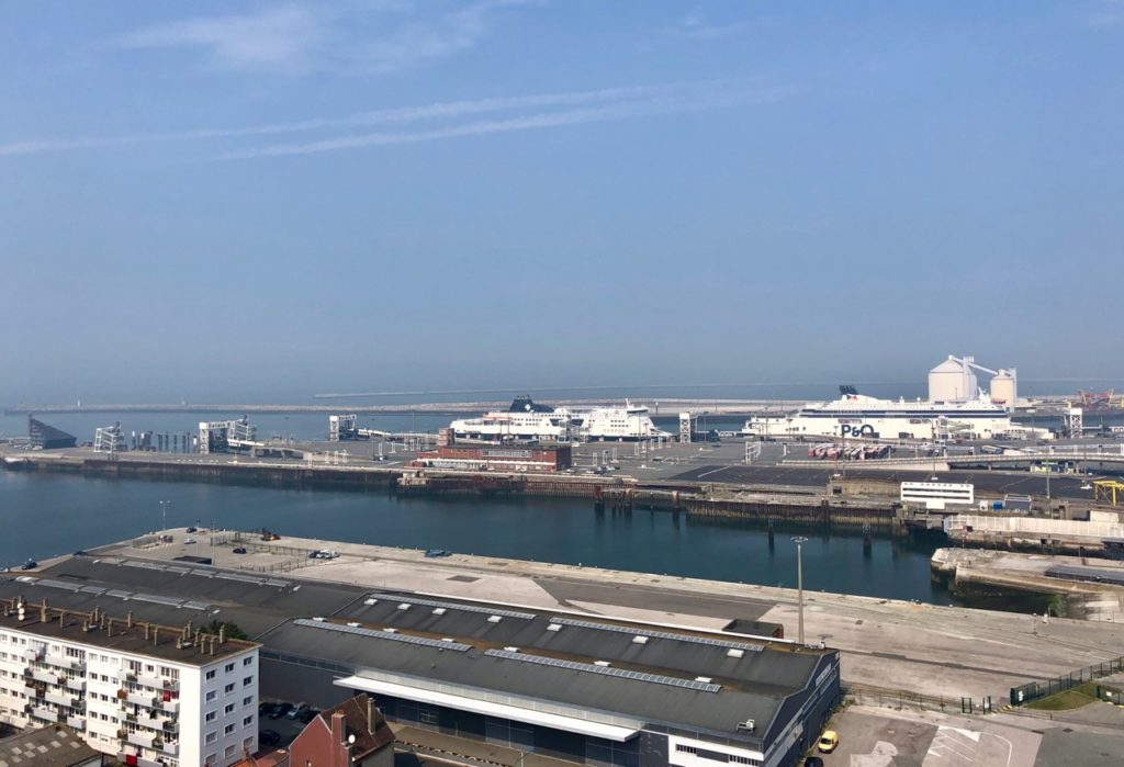 Calais-Phare-vu-du-sommet-ferrys