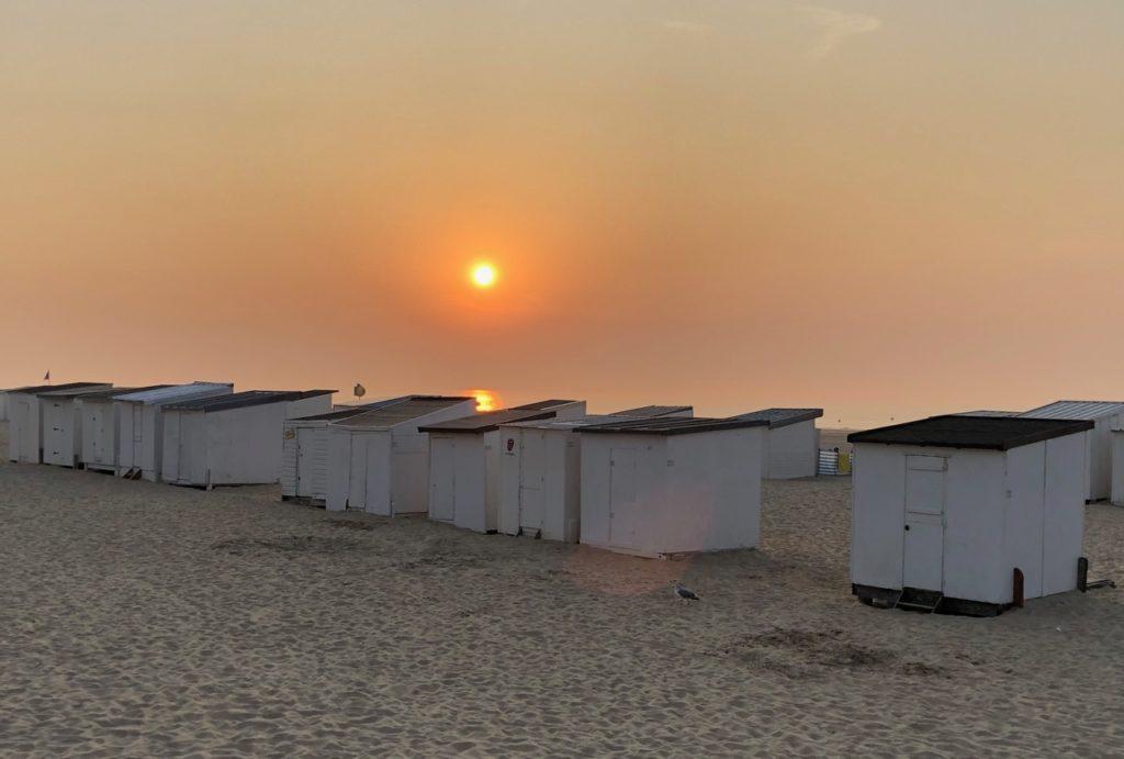 Calais-cabines-de-plage-au-soleil-couchant