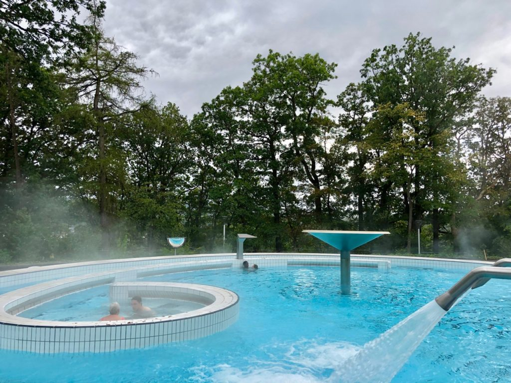 Wallonie-Spa-thermes-piscine-dehors